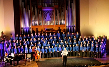 Pic of choir sining