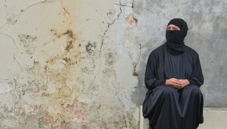 Picture of woman in full Muslim dress